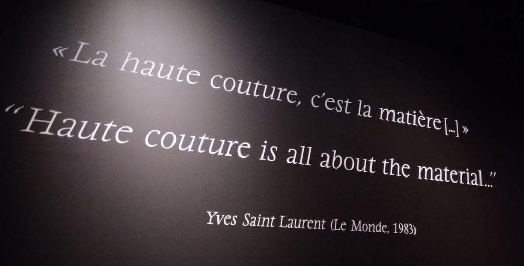 Lyon-Musee-Tissus-YSL-sitaatti